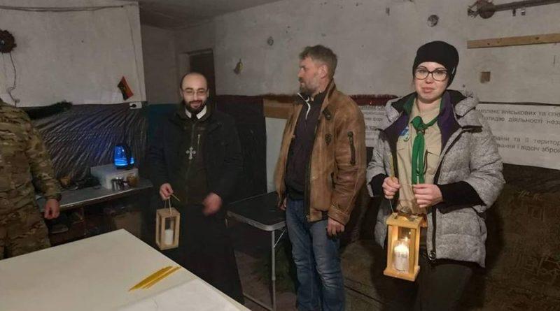 На Луганщині у зоні ООС запалав Вифлеємський вогонь миру.