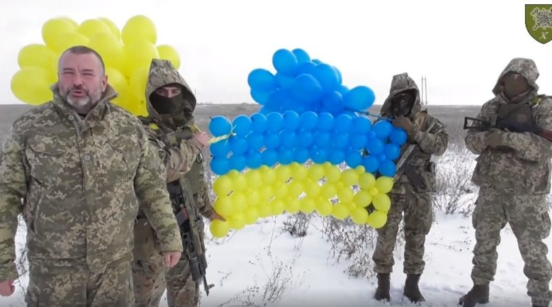 украинские военные запустили флаг