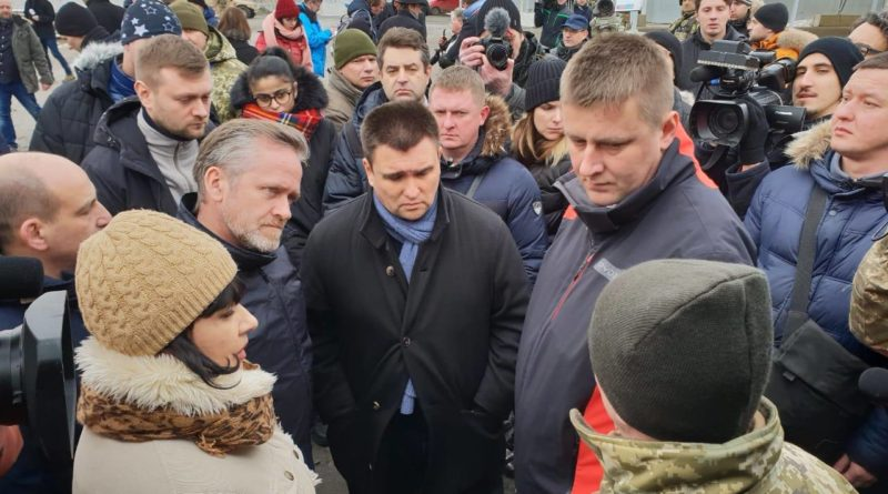"""Главы МИД Украины, Дании и Чехии посетили КПВВ """"Гнутово"""""""