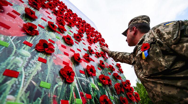 Вшановуючи пам'ять українців, полеглих у роки Другої світової, не варто поділяти героїв на «своїх» та «чужих», — експерт